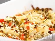 Печени задушени есенни зеленчуци (броколи, карфиол, грах, моркови) на фурна с кашкавал и яйца